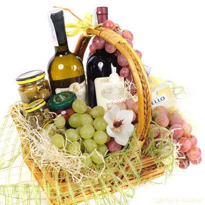 Uzkodu un vīnu 13% grozs