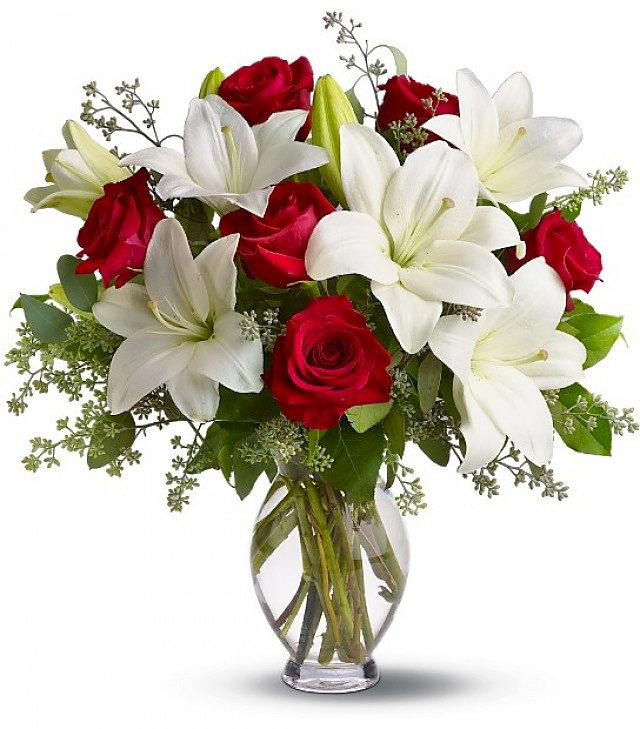 Sarkano rožu un liliju pušķis