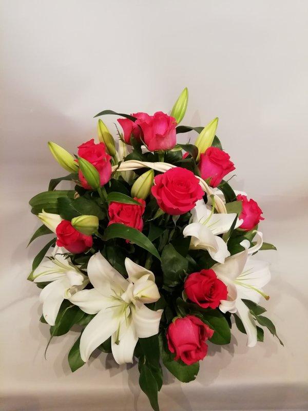 Grozs ar rozēm un lilijām 2