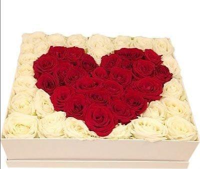 "Rožu sirds dāvanu kastē ""Love Story"""