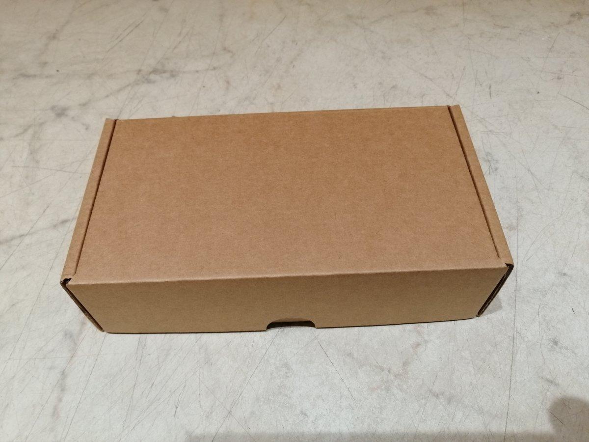 6 garšu cepumi Macaroons dāvanu kastītē