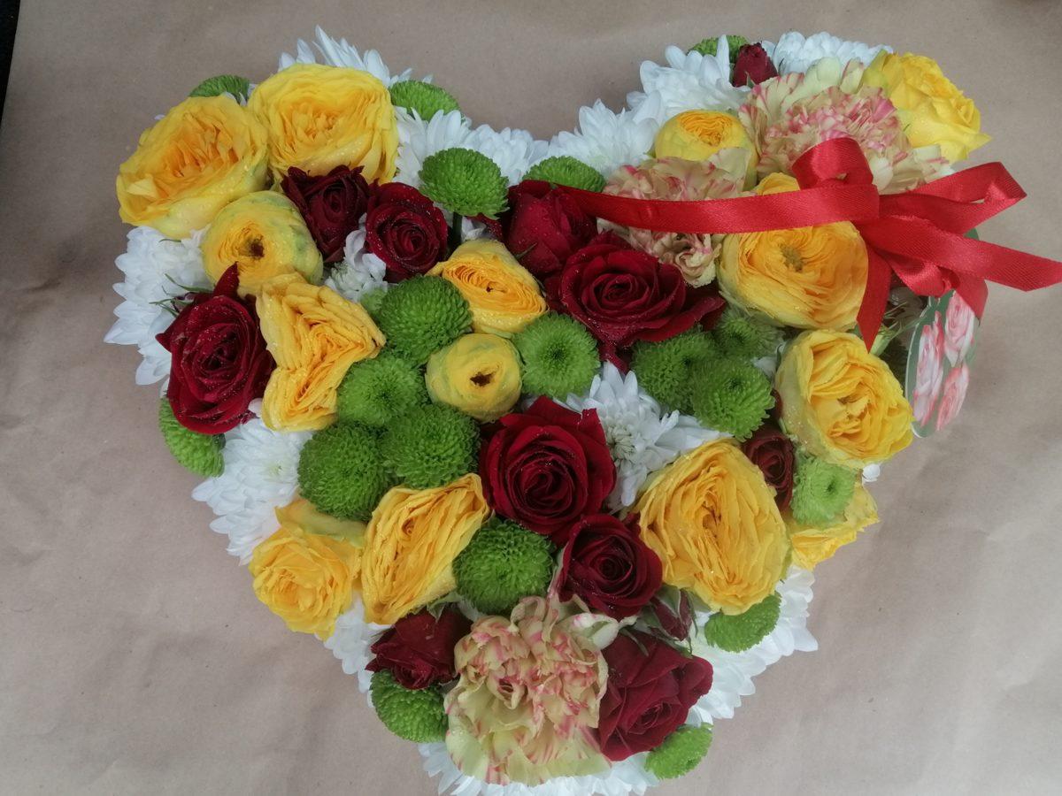 Raibā ziedu sirds 1