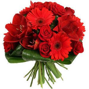 Pušķis no amariļļiem, gerberām un rozēm