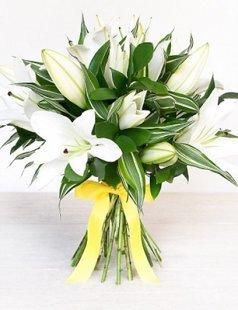 Baltas lilijas (skaits pēc izvēles)