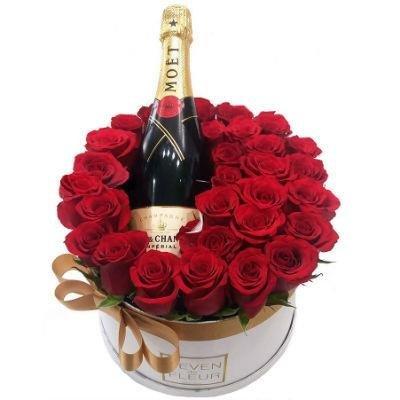 29 sarkanas rozes ar šampanieti Moet 12% - dāvanu kastē