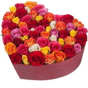 49 dažādu krāsu rozes sirds formas dāvanu kastē