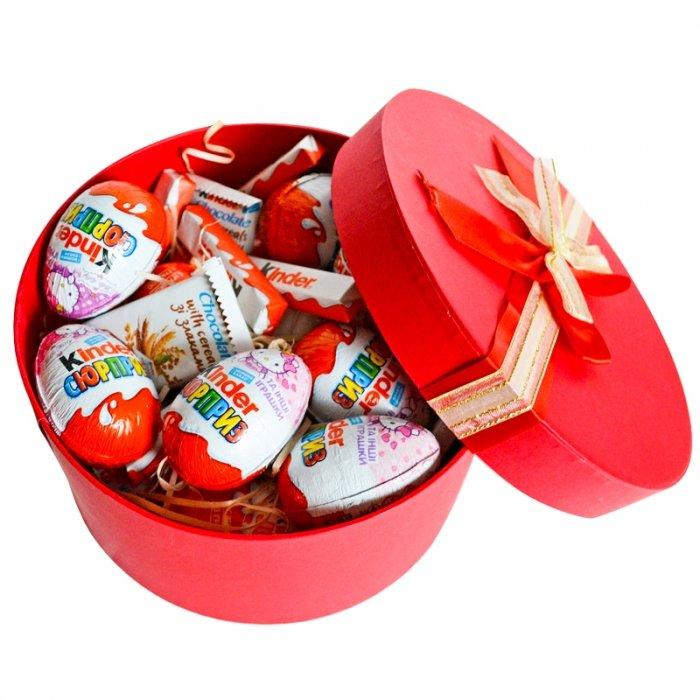 Kinder saldumi dāvanu kastē