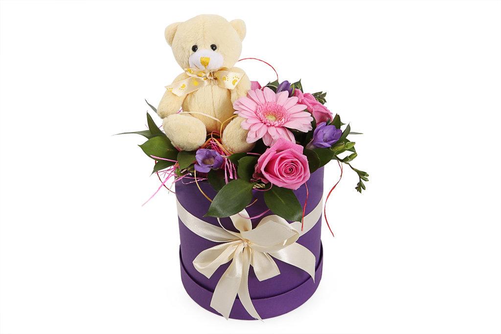 Mazā apaļā dāvanu kaste ar ziediem un lācīti