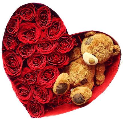 Sarkanas rozes ar lācīti dāvanu kastē