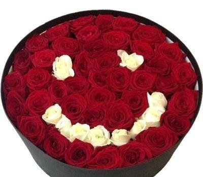 Rožu seja - apaļā dāvanu kastē
