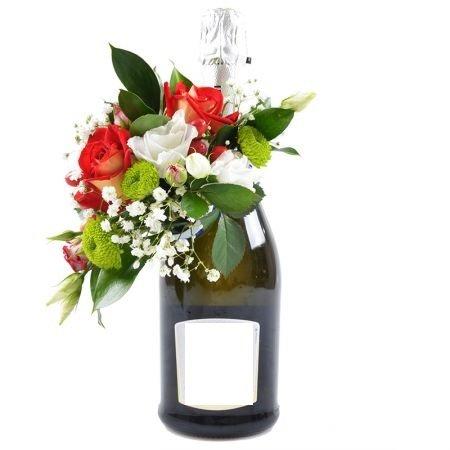 Bezalkoholiskais šampanietis ar ziedu dekorāciju