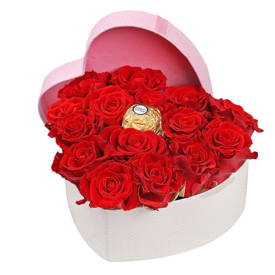 15 sarkanas rozes un 1 konfekte Ferrero Rocher dāvanu kastē