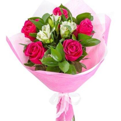 Pušķis no rozēm un alstromērijām