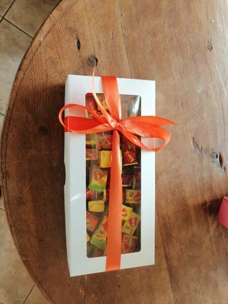 LoveIs košļājamā gumija (60 gab) mazā baltā dāvanu kastītē
