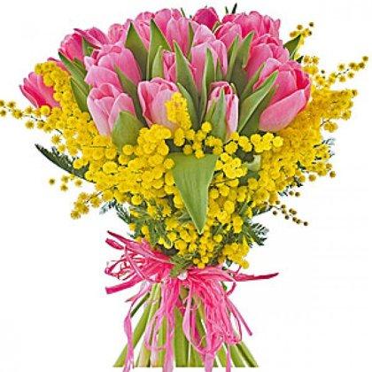 15 rozā tulpes ar zaļumiem