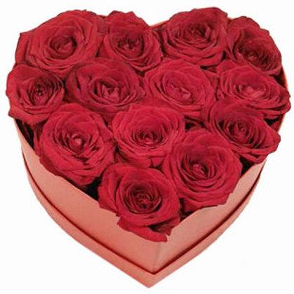 Sarkanas rozes sirds formas dāvanu kastē (pēc izvēles - 3 izmēri)