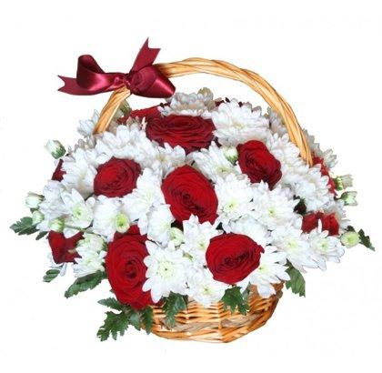Rožu un krizantēmu grozs 1