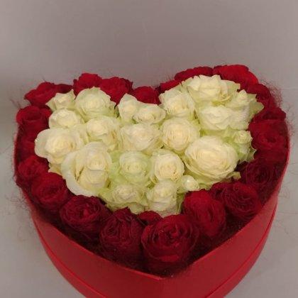 Ziedi dāvanu kastē